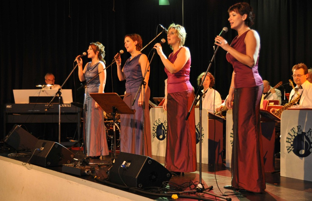 The Ladies Voice singen mit der Big-Band