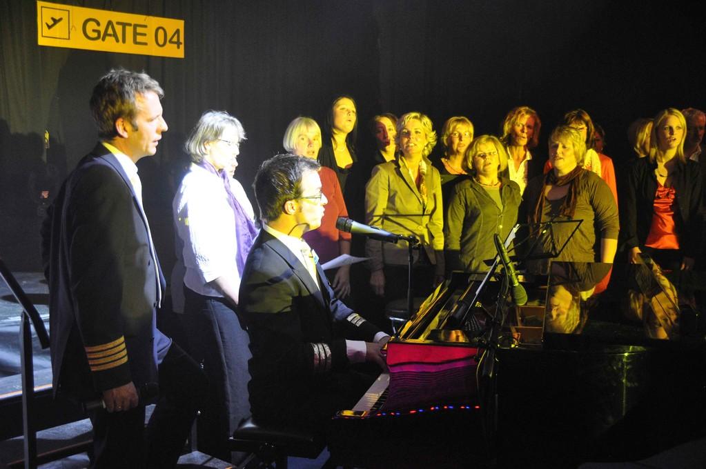 Matthias Heuser (Piano) und Henning Korn mit Chor N-Joy