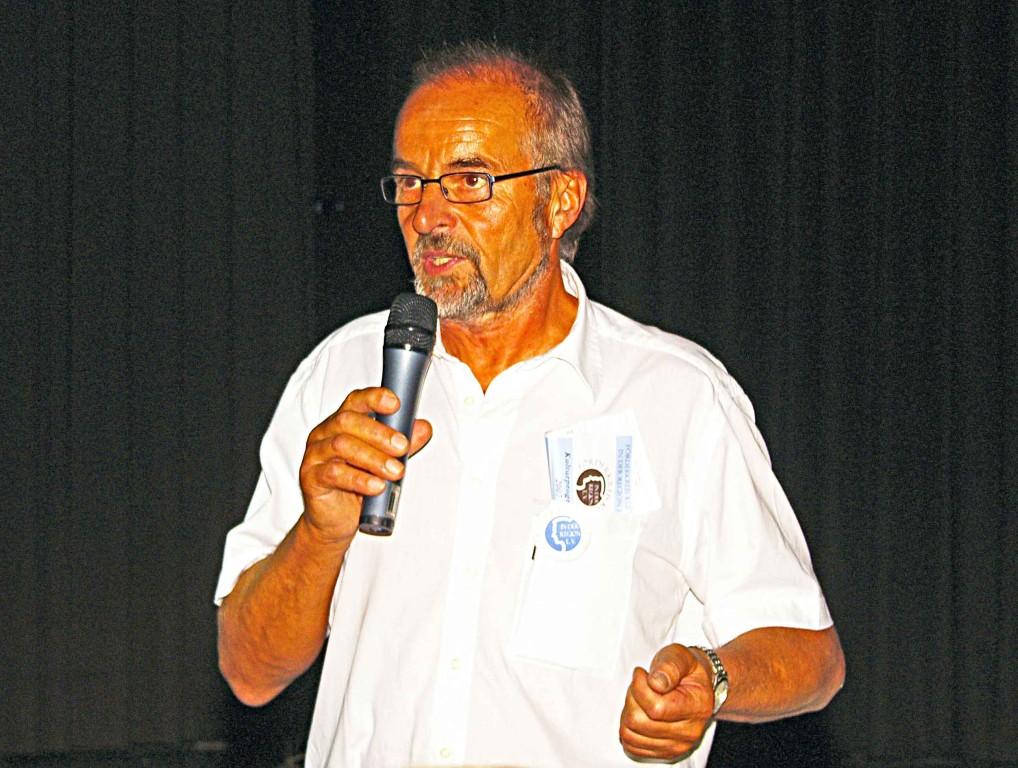 Moderator Hans-Heinrich Heuser