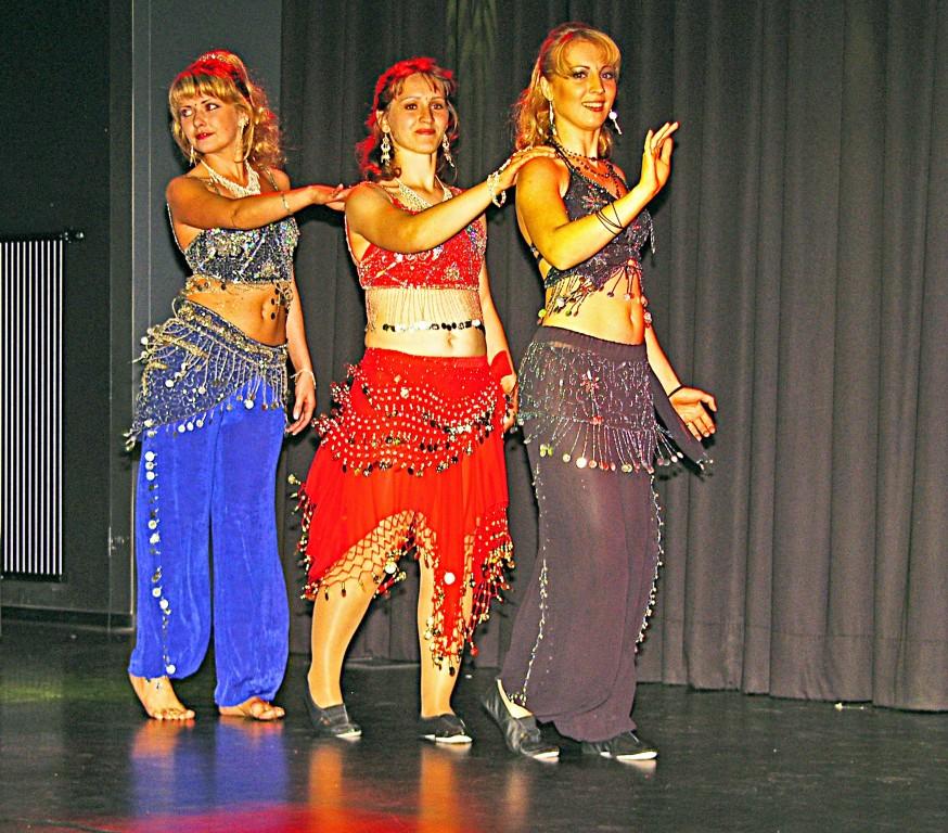 Bauchtanzgruppe des DOIZ (Deutsch-Osteuropäisches Integrations-Zentrum)