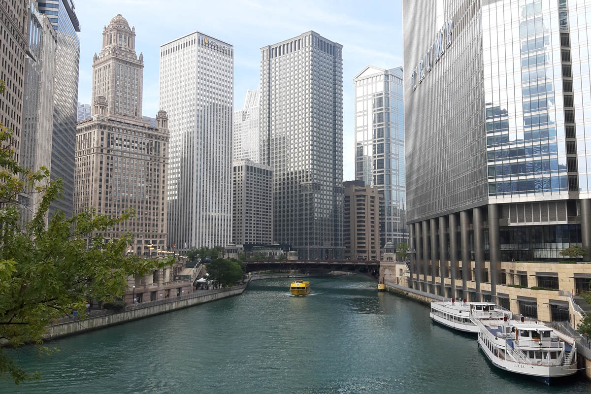 Chicago River mit River Walk