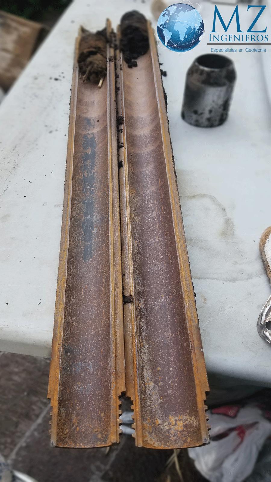 Tubo partido en mecánica de suelos