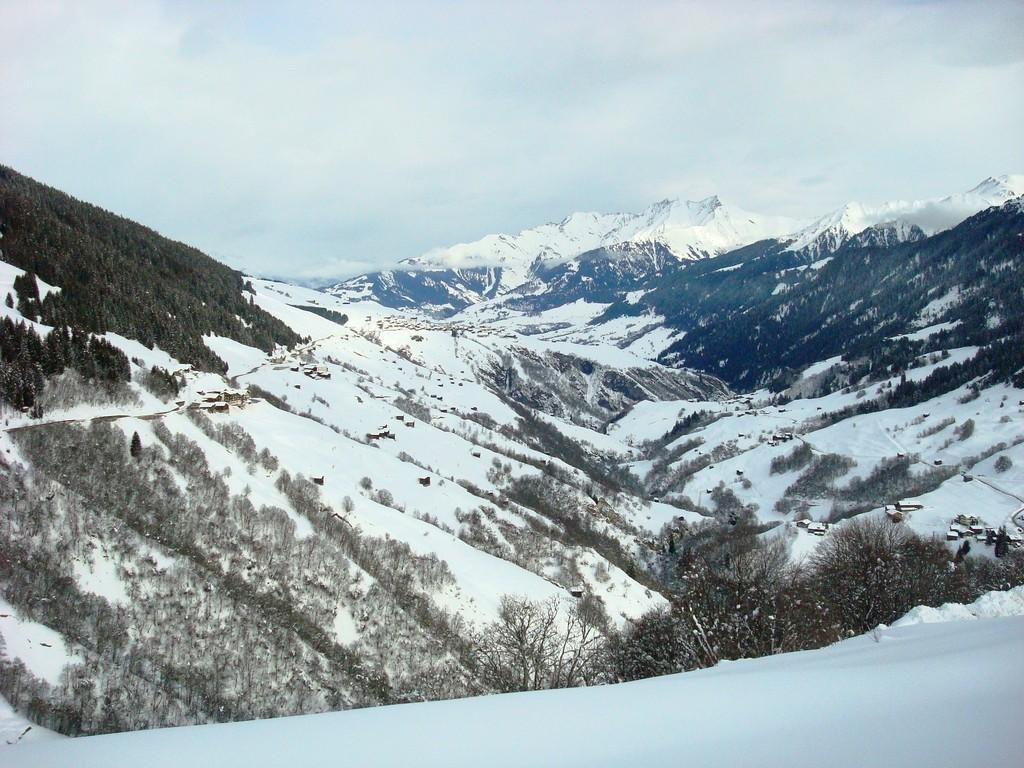 Blick zurück ins Val Lumnezia, im Hintergrund Lumbrein