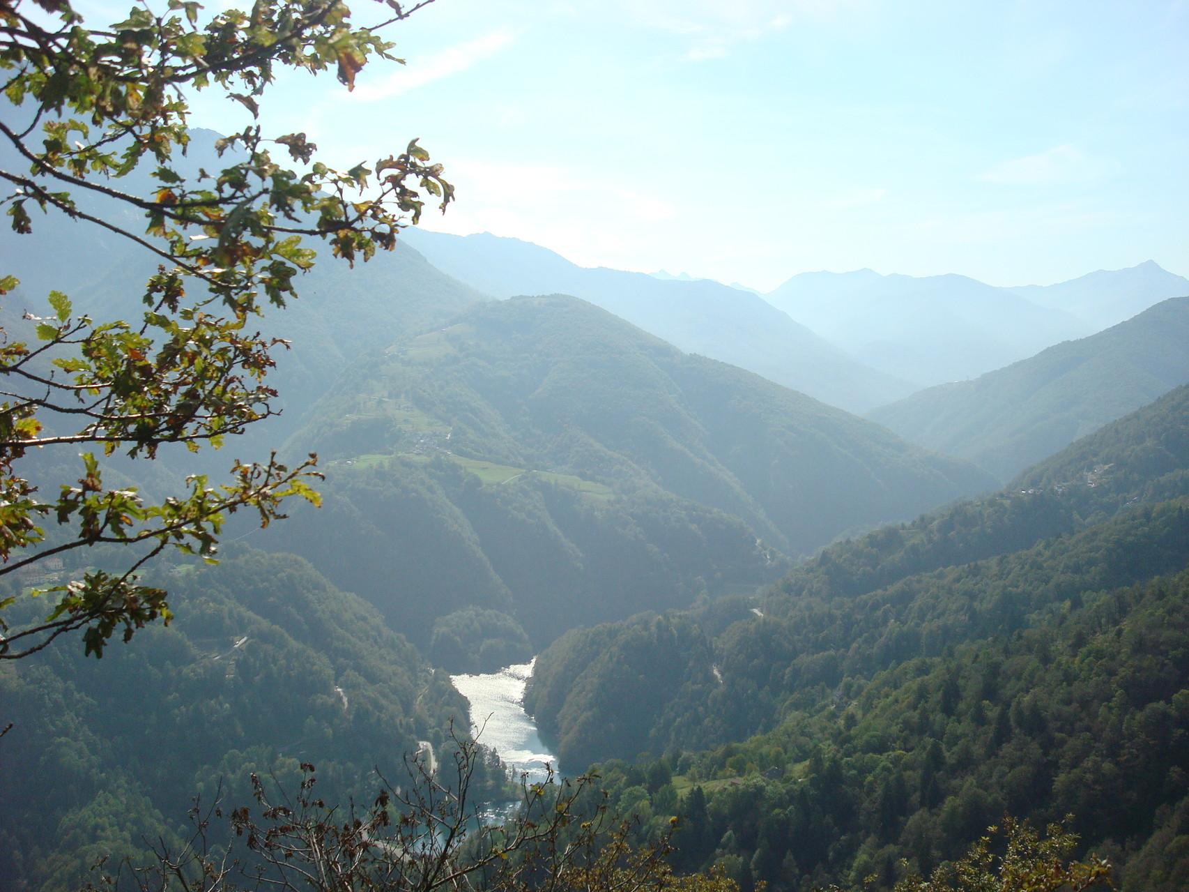 Blick ins Centovalli und Valle Vigezzo (italien)