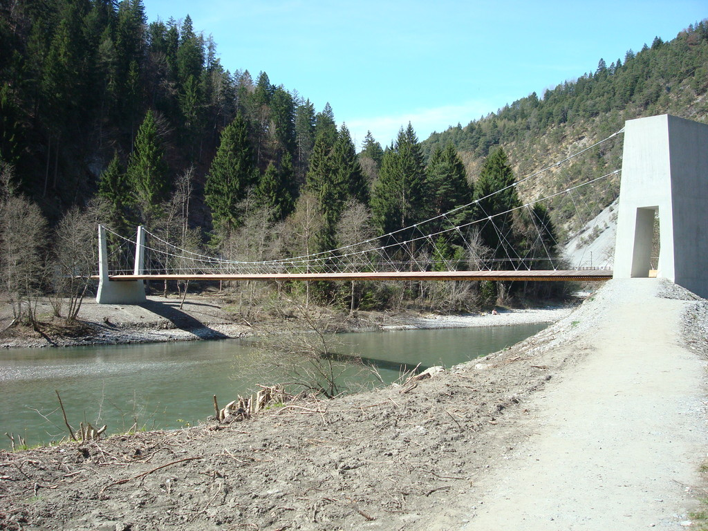 Neue Brücke / Wanderweg nach Bonaduz