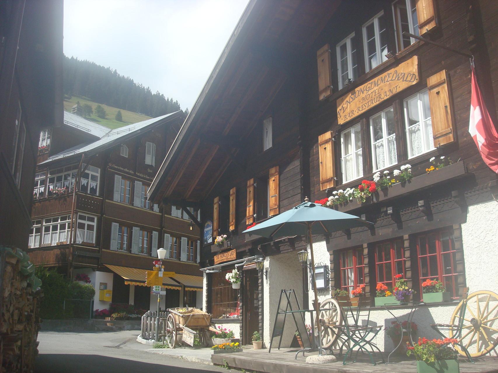 Mit der Luftseilbahn gings zum Dorf Gimmelwald, unterhalb Mürren.