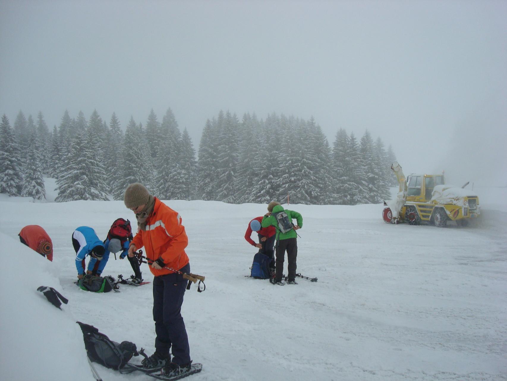 Die Freude über uns hielt sich beim Schneeschleudermann in Grenzen