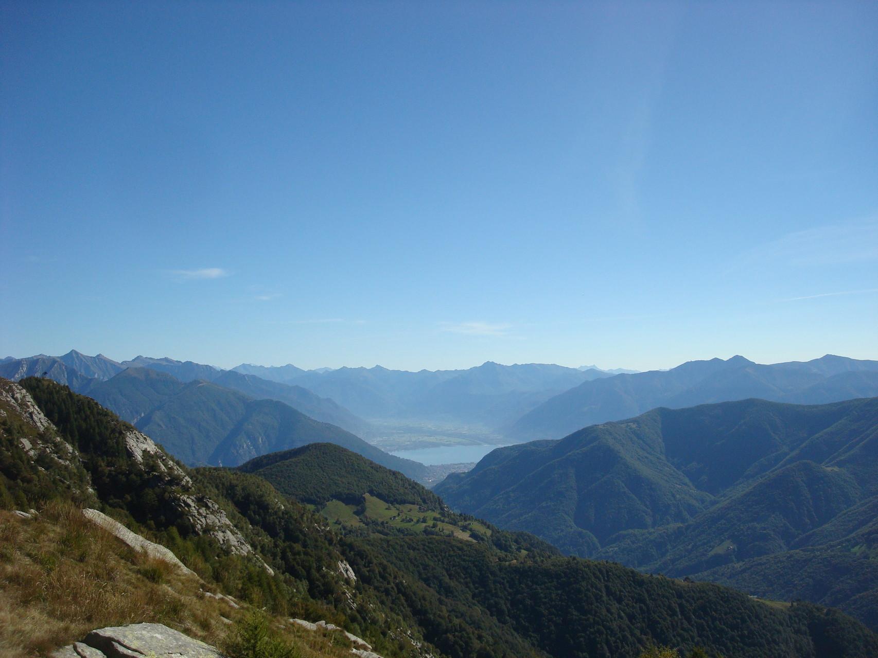 Im Hintergrund Lago Maggiore Tenero