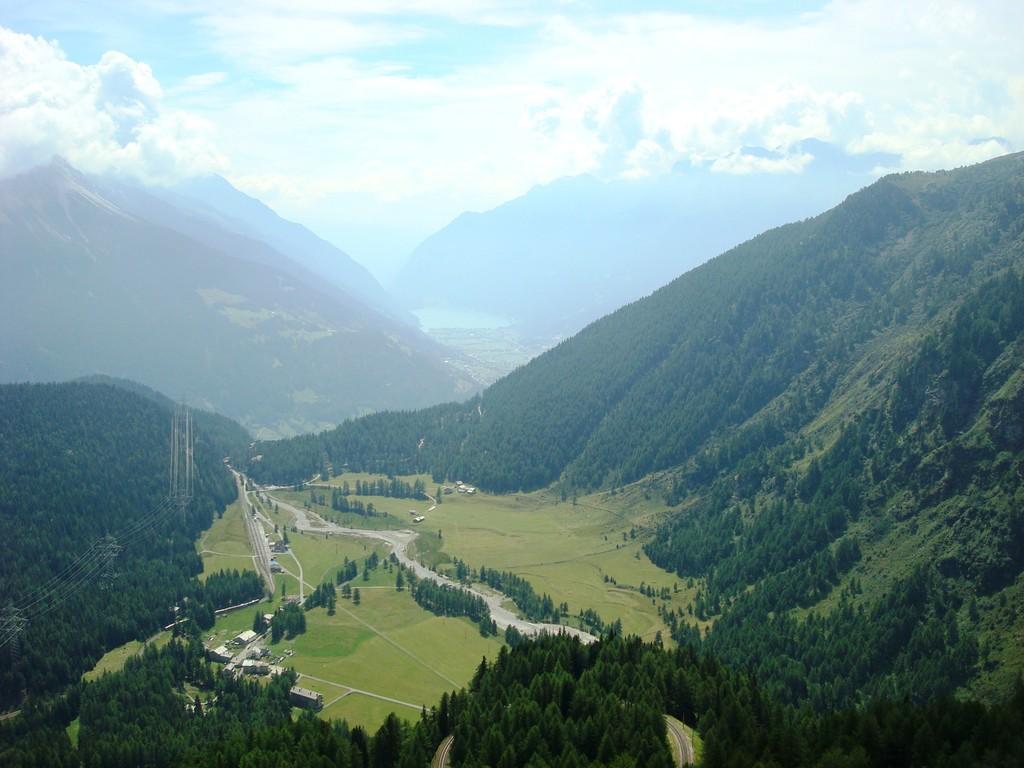 Vom Bel Vedere Alp Grüm aus: in der Ferne Lago di Poschiavo