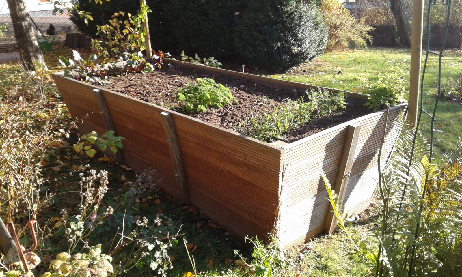 Ein sonniger Moment: das Hochbeet Ende 2018 im Korfmacher Garten.