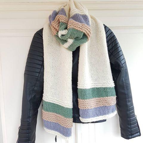 Heerlijke strepen sjaal van Numero 5 , 100% wol in prachtige kleuren verkrijgbaar