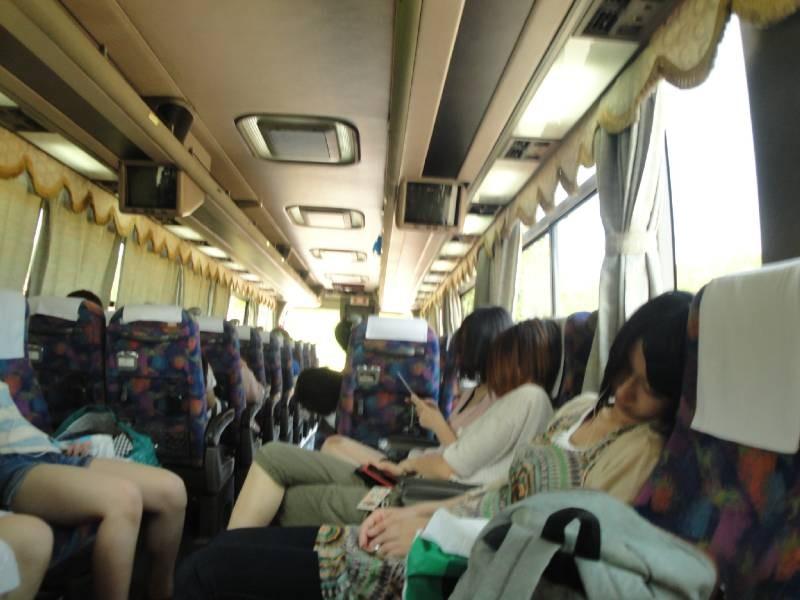 閑散としたバス内