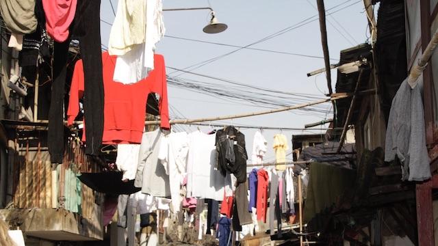 Haben Sie einen überfüllten Kleiderschrank und verlieren viel Zeit beim Suchen? Glücklich aufgeräumt motiviert beim Aussortieren, Entrümpeln, Ballast loslassen, Einräumen