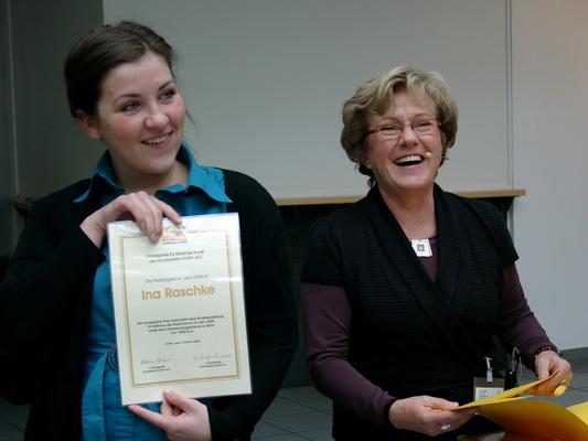 Preisträgerin Ina Raschke mit Heidrun Stöver