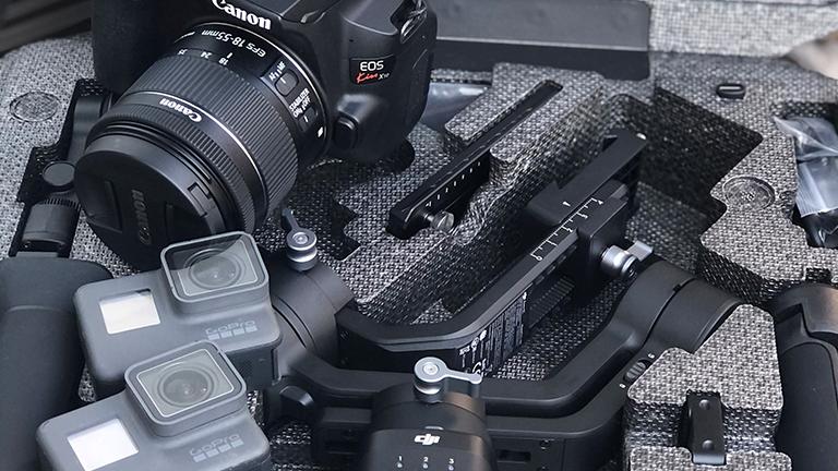 機材は  カメラ:EOS kiss x10、GoPro6(2台)  ジンバル:DJI Ronin-sc  です。