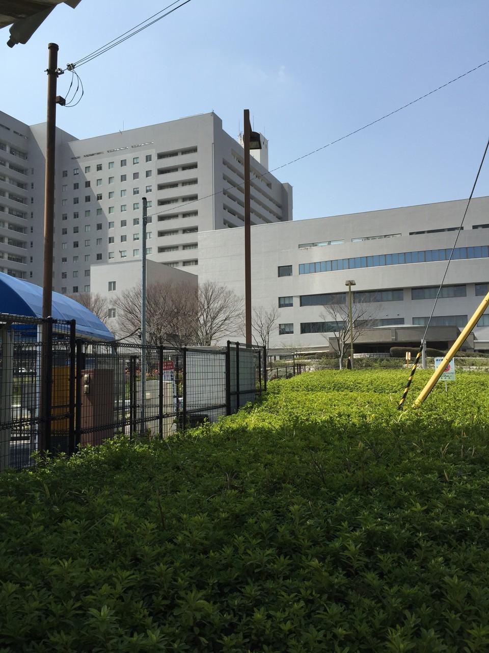 左手には阪大病院が見えます