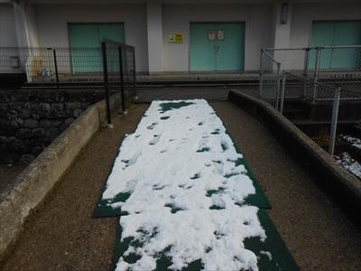 雪が少し積もっていました。