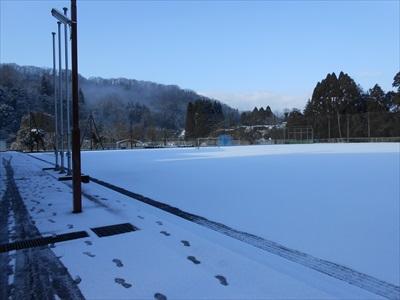 200211グラウンドに雪が積もりました。
