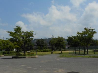 まぶしいくらいの晴れ模様_北部公園グラウンド