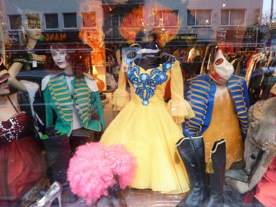 karneval secondhand koeln fashion vintage karneval. Black Bedroom Furniture Sets. Home Design Ideas