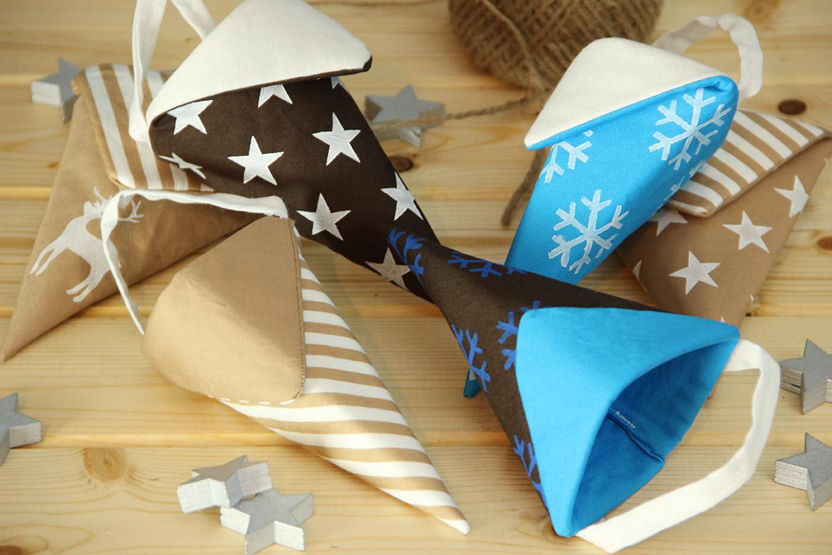 Sterne, Schneeflocken und Hirsch