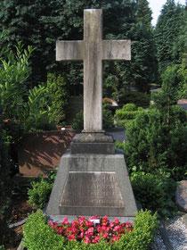 Grabmal Daniel Schürmanns, Remscheider Stadtfriedhof (Foto 2007)