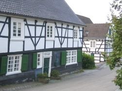Auf dem Heidt (Wuppertal-Ronsdorf). Dieses Haus stand schon zu Daniel Schürmanns Jugendzeit. Sein Elternhaus ist dagegen nicht mehr vorhanden.