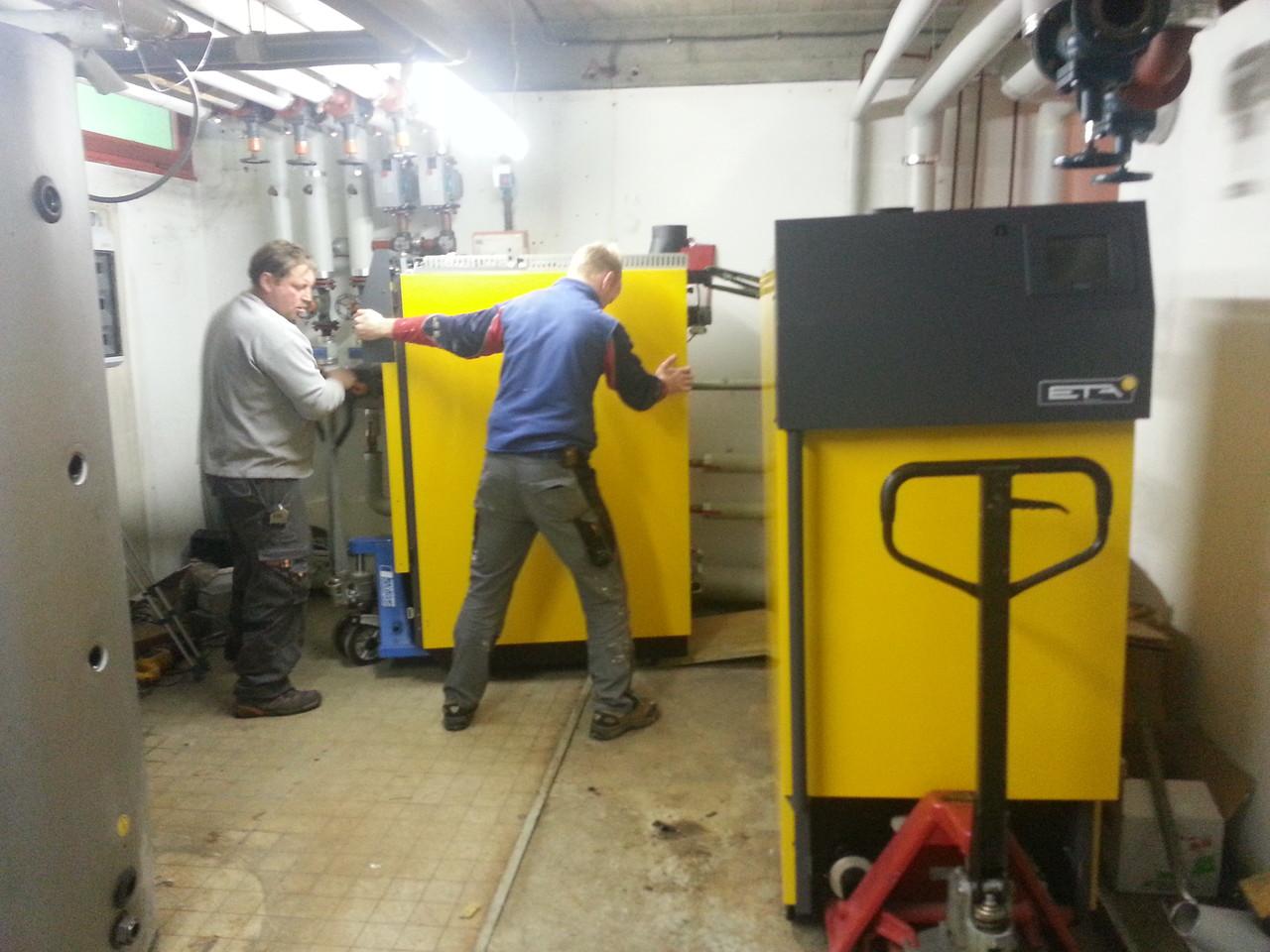 Einbringung neuer Pelletskessel - Gewicht ca. 900kg/Stk.