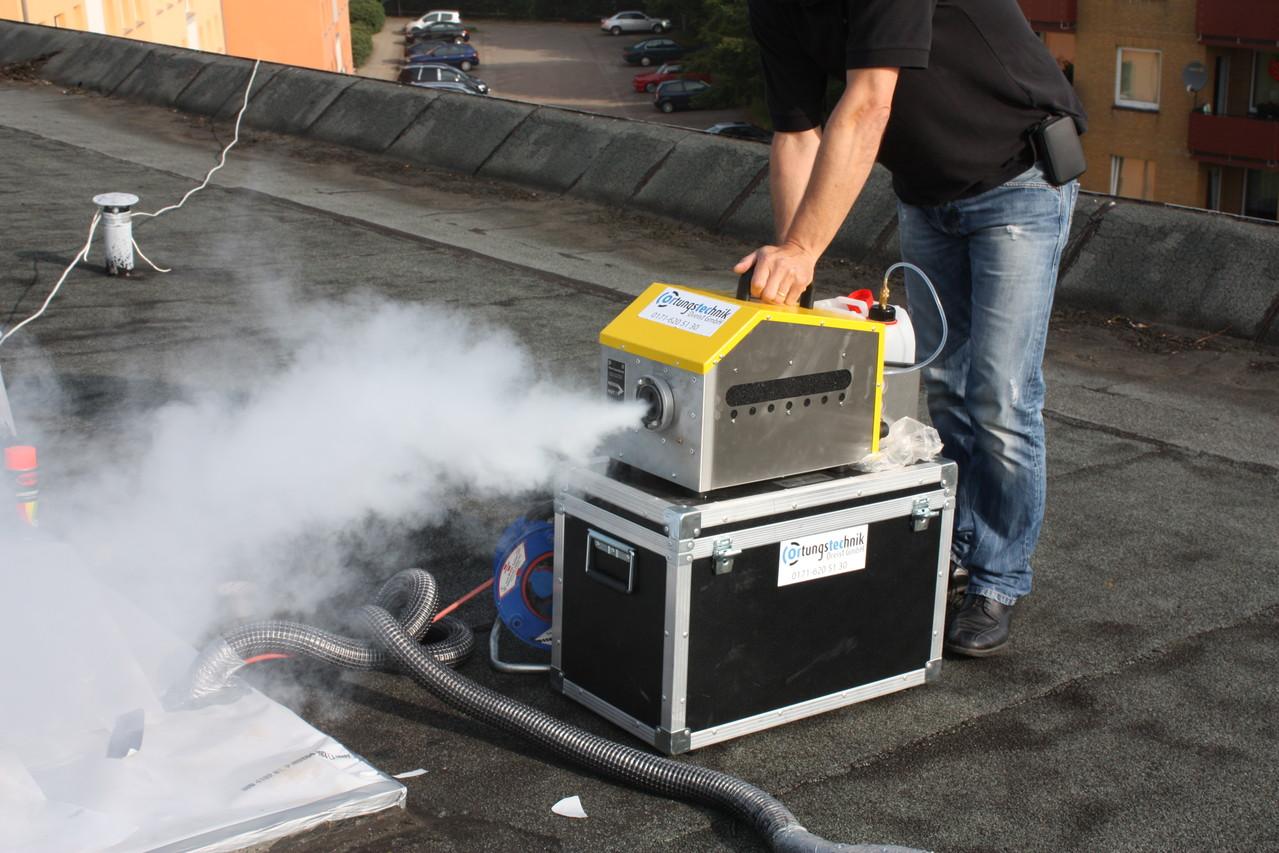 Flachdach Untersuchung mittels Nebelgenerator