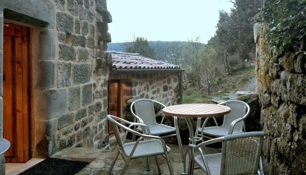 Kleine Terrasse vor der Küchen- und Eingangstür