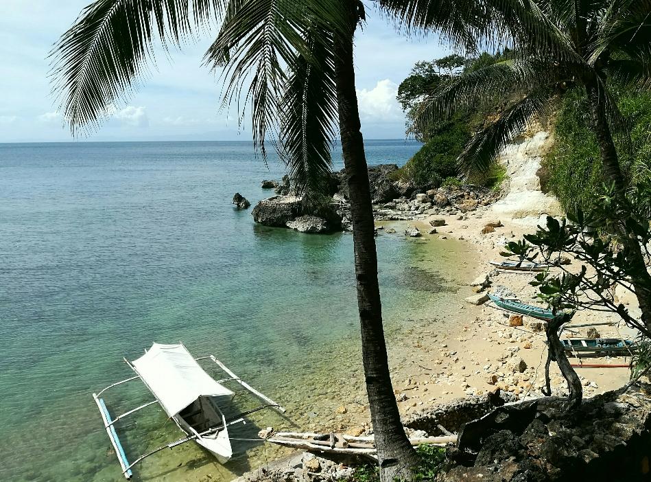 Strand mit typischen Boot auf Guimaras