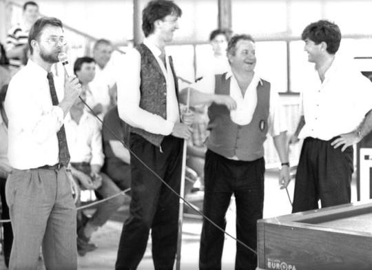 De gauche à droite : Philipe CHAMBRIER (Le président du club à l'époque), Jean REVERCHON, Philippe BOUVIER, Jean-Marie FORMONT.