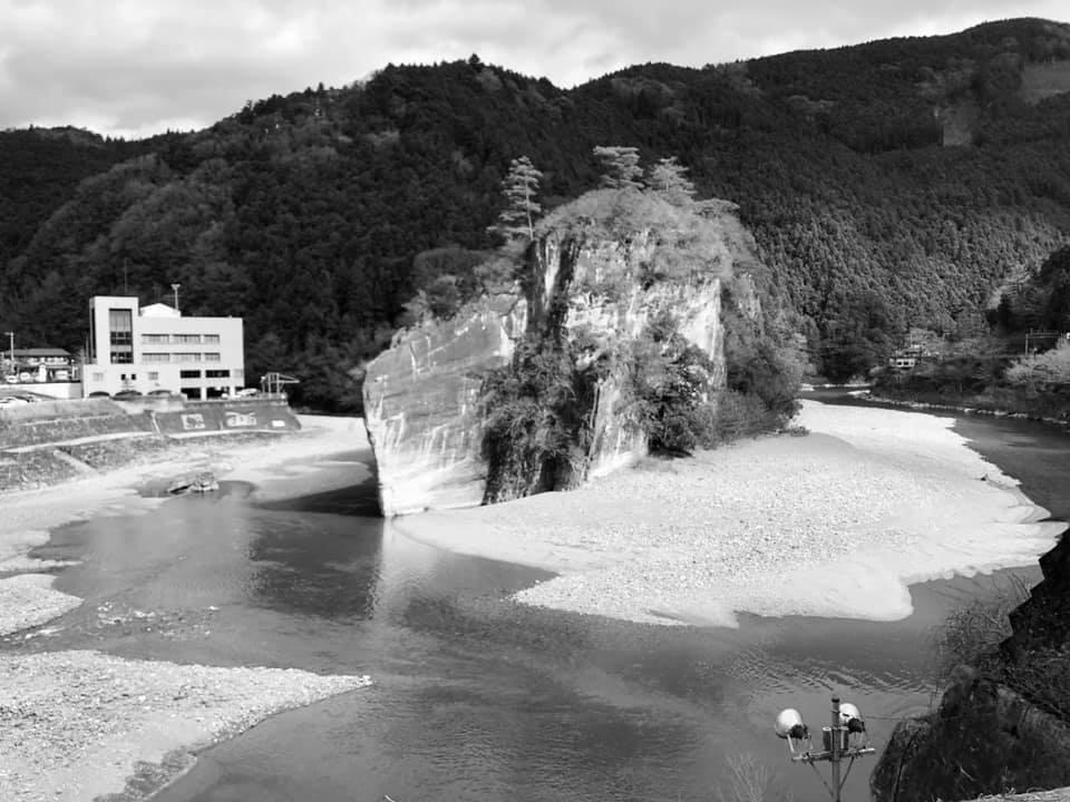 ドローン空撮四国の軍艦岩
