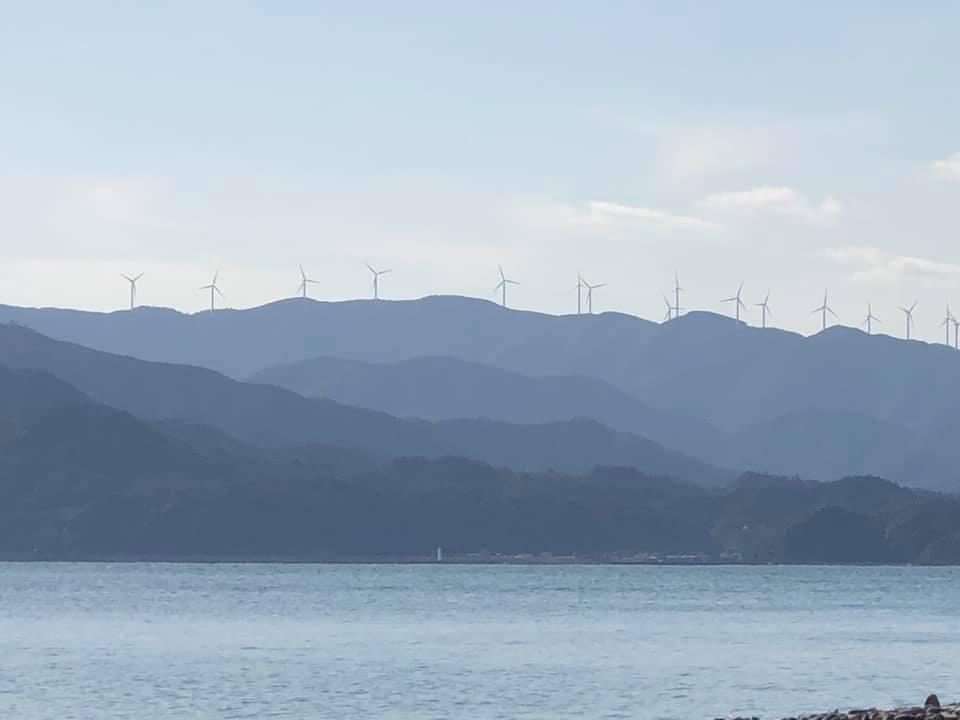 山口県長門市 立ち並ぶ風力発電後ほどドローン撮影しよう