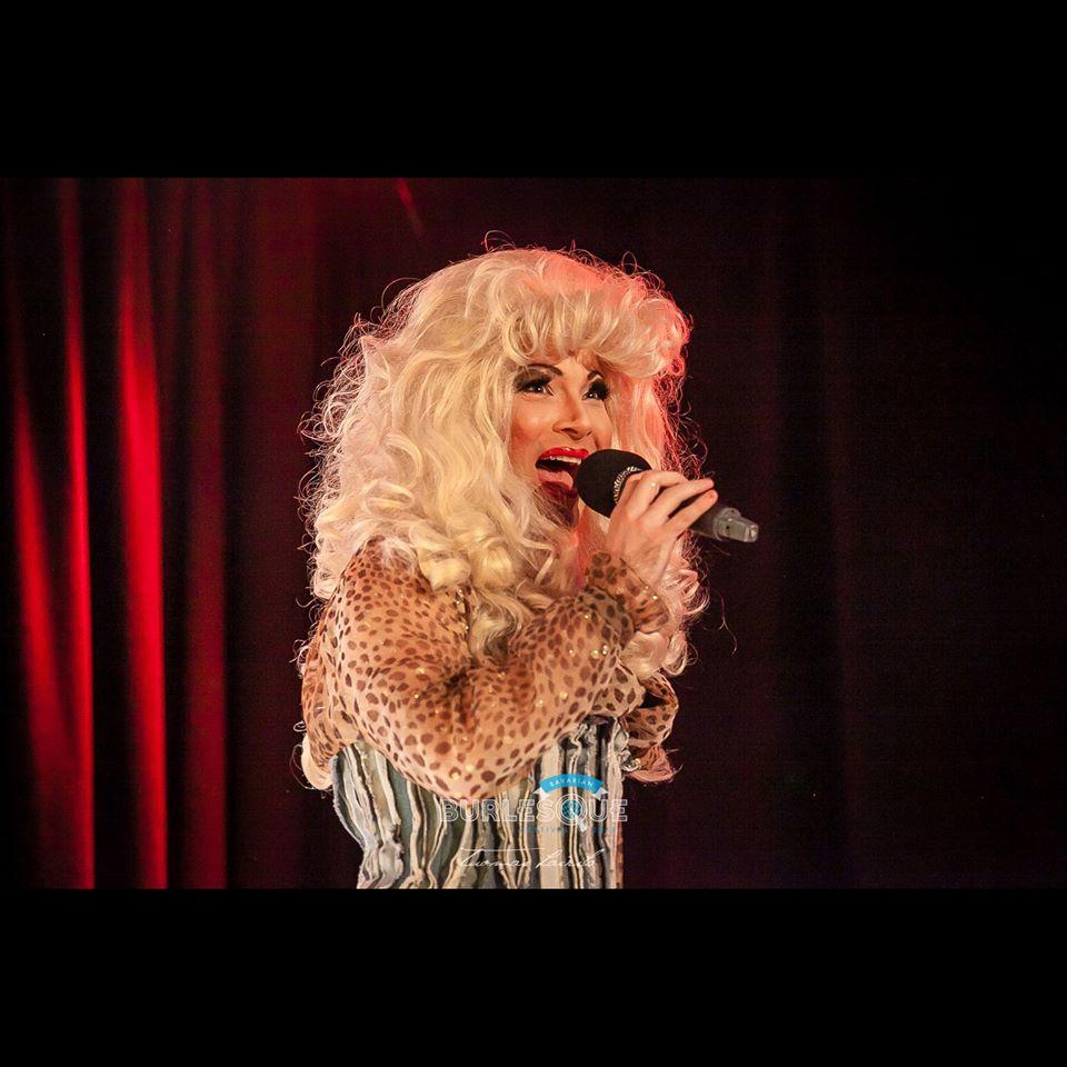 LA Queen (Host)