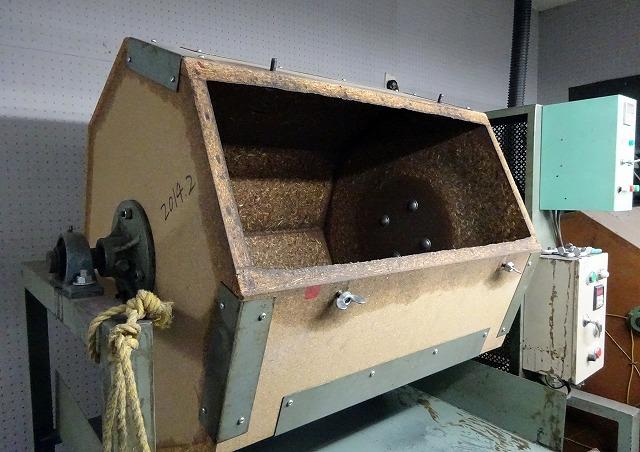 バレルと呼ばれる、ガラ入れの機械