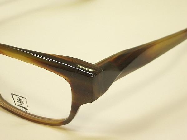 福井県鯖江市で作られるセルロイドを使った職人の手づくり眼鏡「歩(あゆみ)」