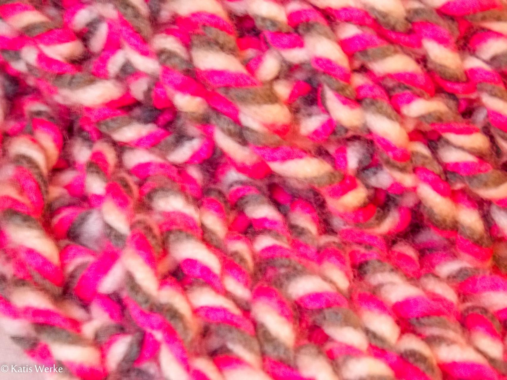 1 Knäuel = 1 Loop in pink