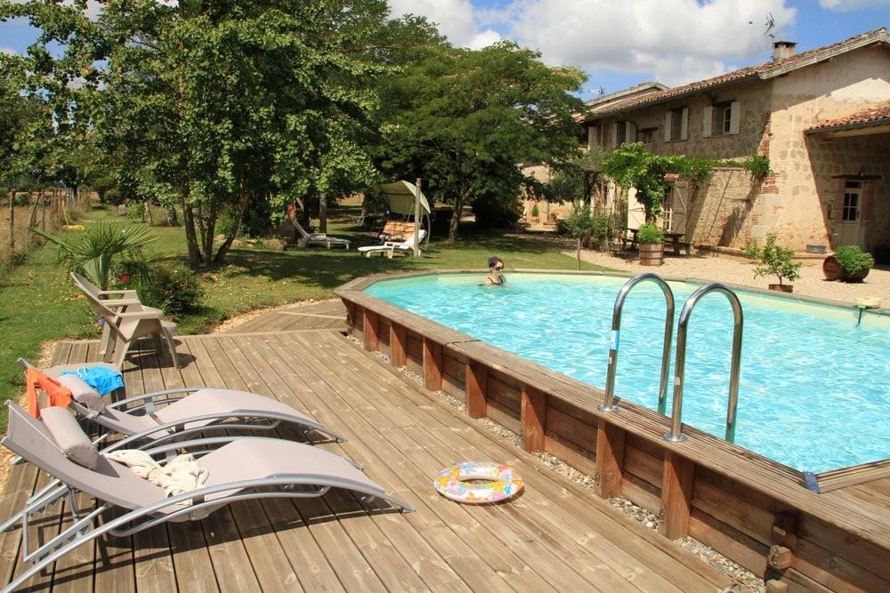 La piscine est à l'entière disposition des hôtes.