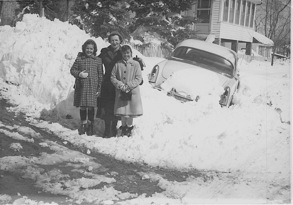 Paula, Aunt Mae, Kathy