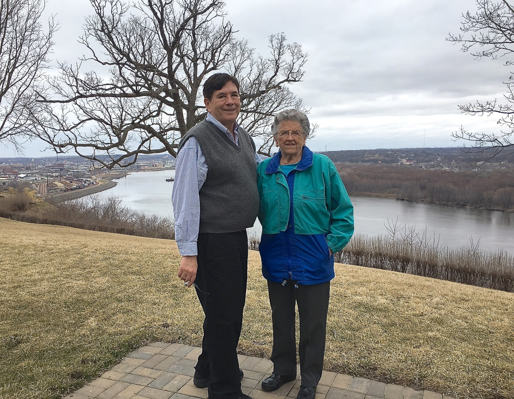 John & Mary Lou Wagner with the Mississippi River in back