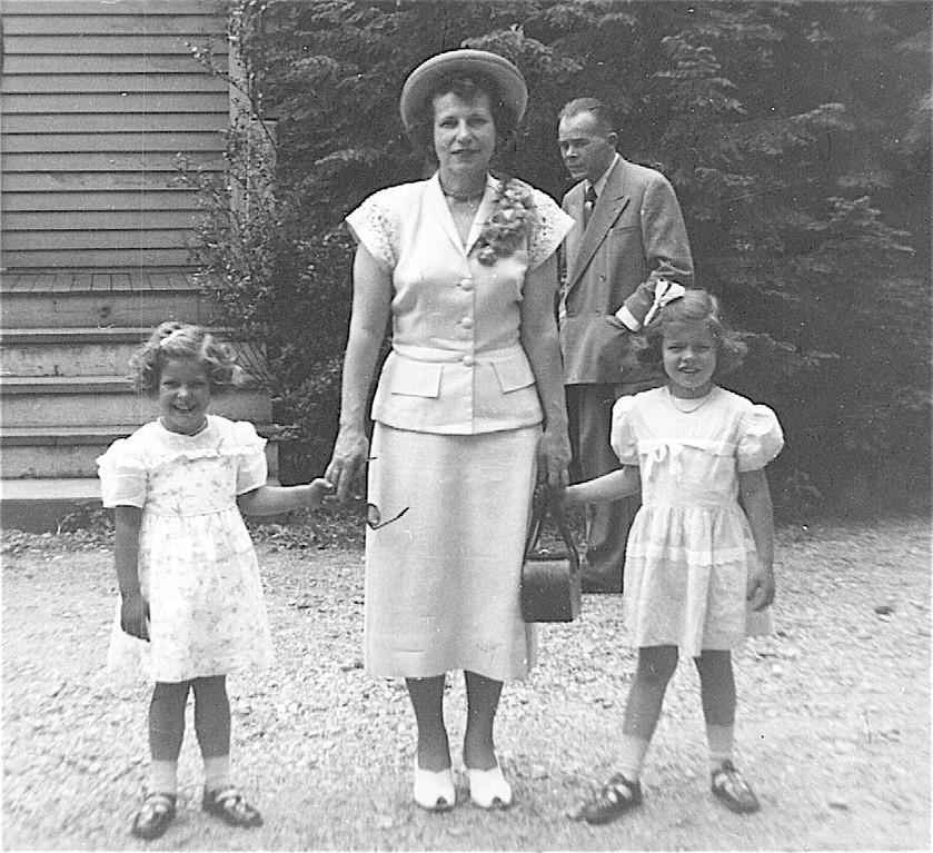 Paula, Aunt Mae, Kathy 1948?