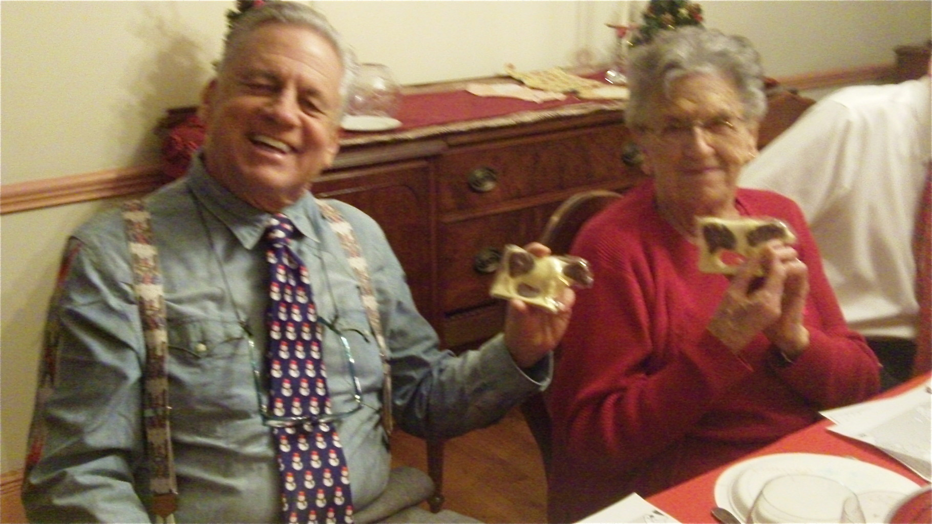 Stuart Kagel and Mary Lou Wagner with their chocolate cow prizes, Xmas Day, 2014