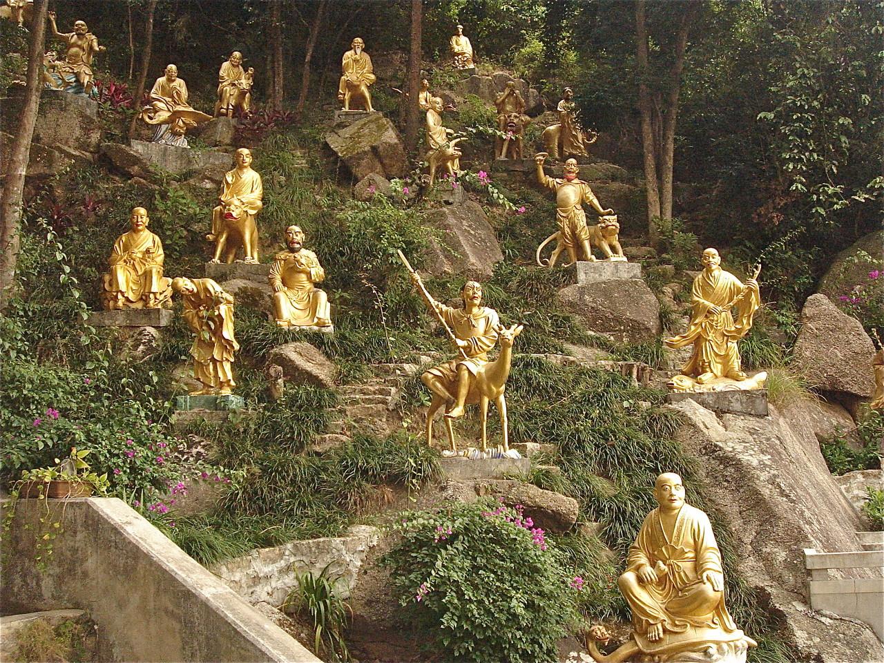 More Buddhas...