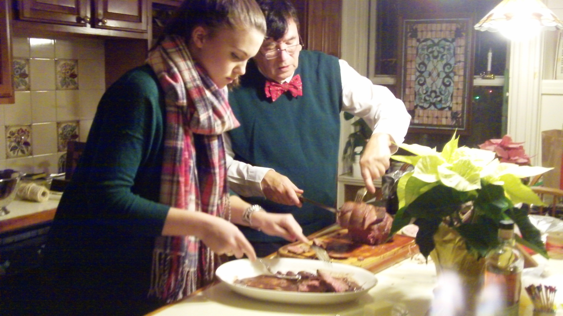 Kate helps John prepare the dinner.