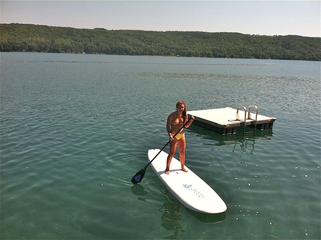 Sara paddleboards