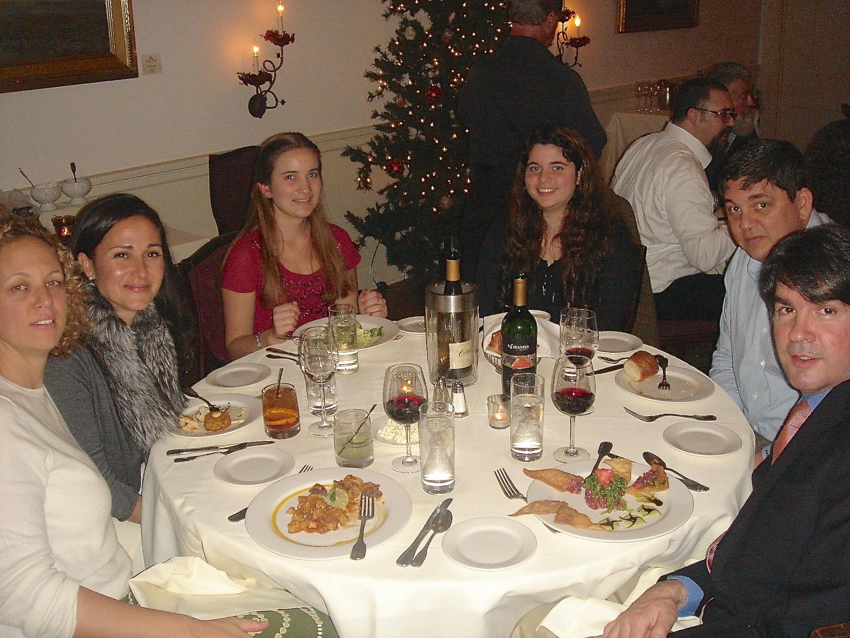 Liz Cherot, Allie Kagel, ?, Isabelle Cherot, Bevin Cherot, Noli (Liz' husband)