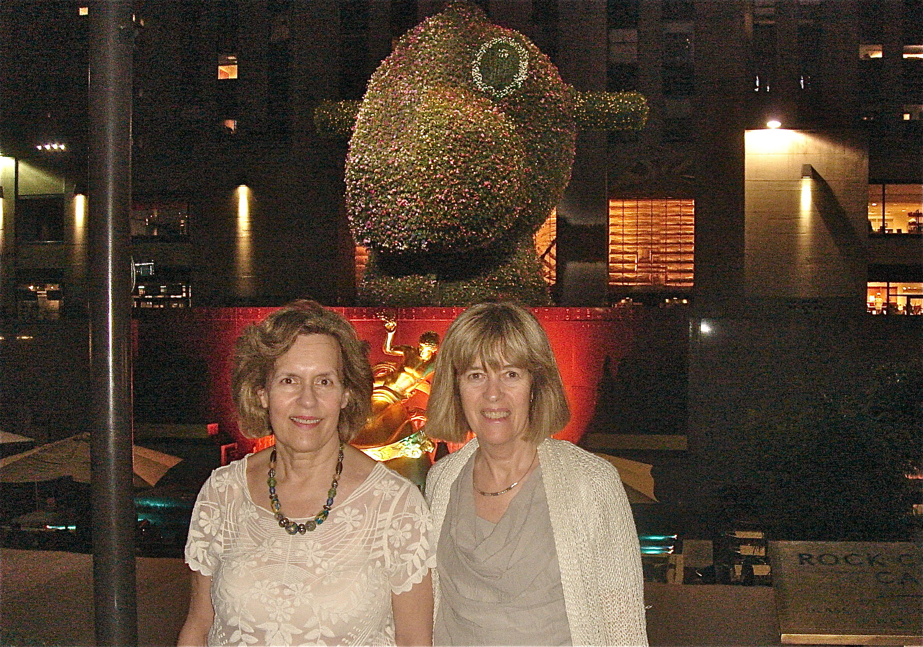 Jeff Koons Split -Rock at Rockefeller Center, June, 2014 Lorraine & Nancy