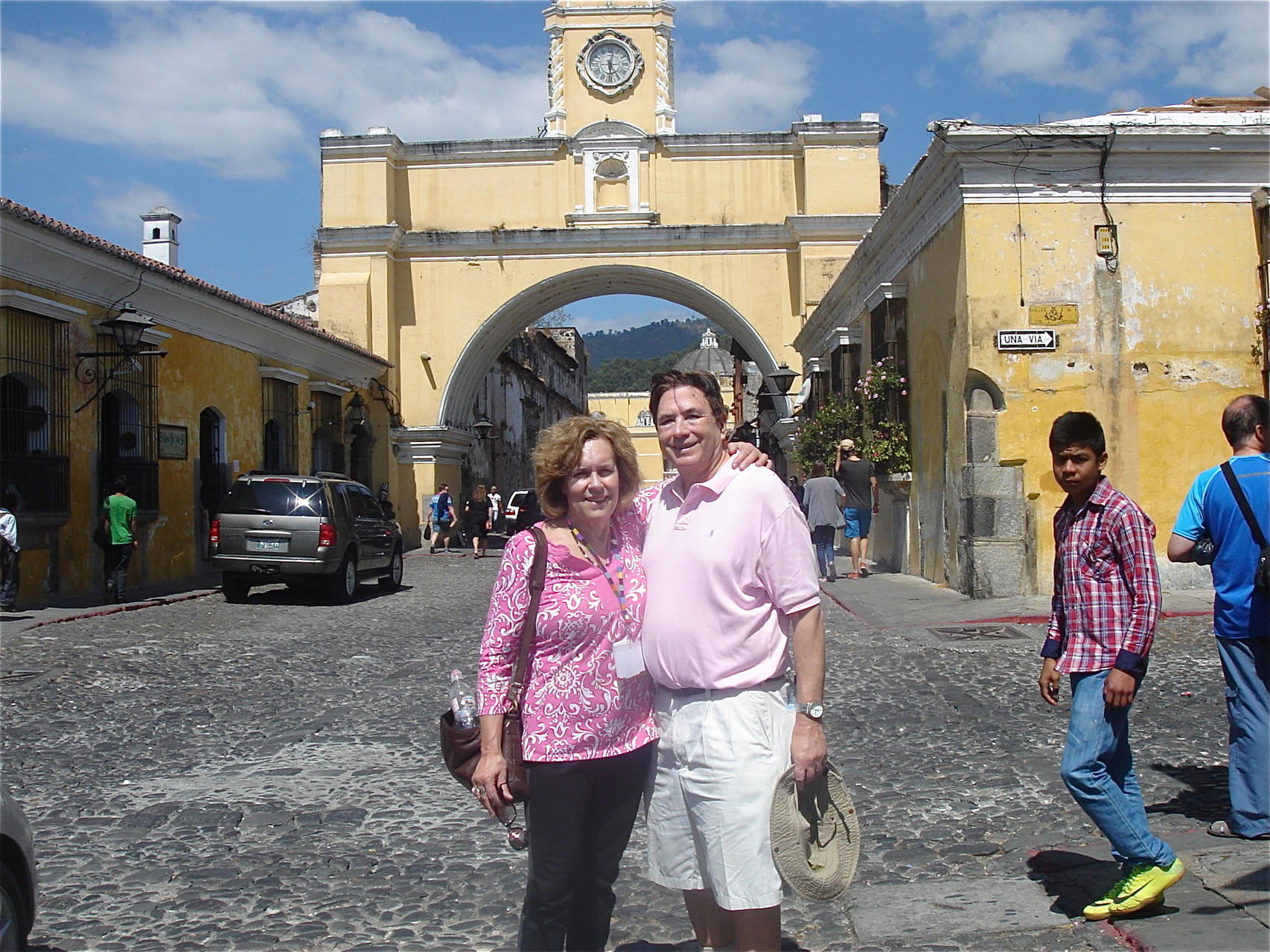 Lorraine & John at the arch in La Antigua