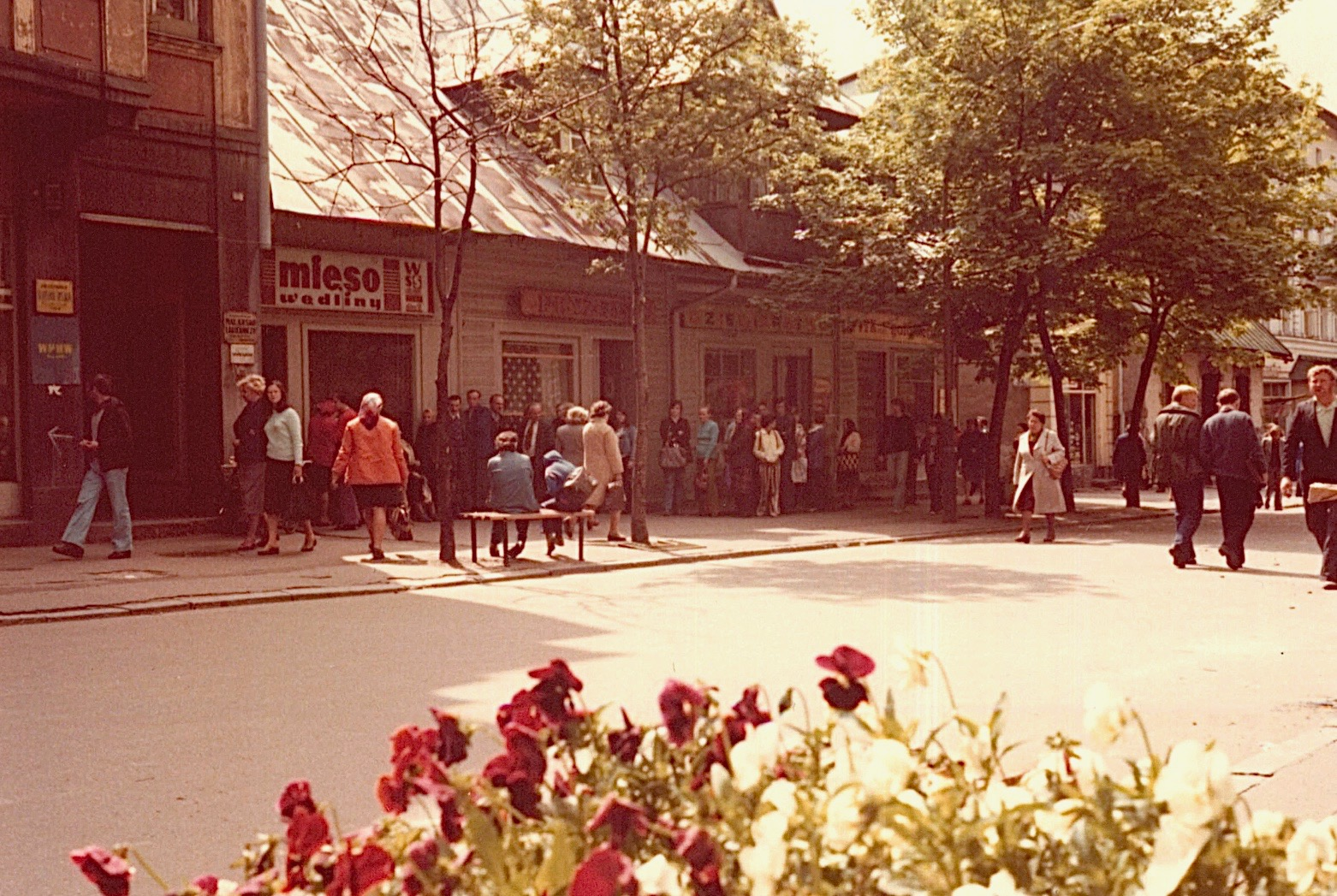 long line in front of store selling meat (mieso) 1978, Zakopane